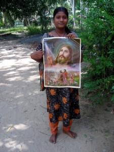 indische Frau mit Jesus-Bild