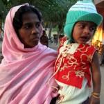 indische Frau mit Kind
